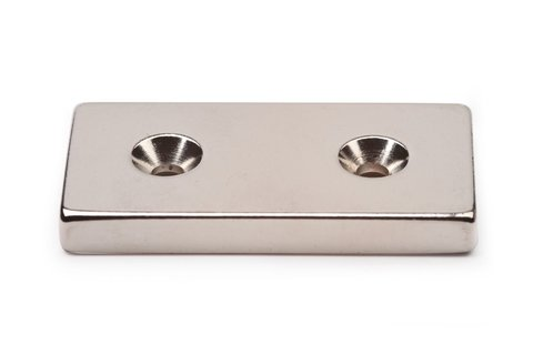 Неодимовый магнит прямоугольник 50х25х6 мм с двумя зенковками 5/10 мм